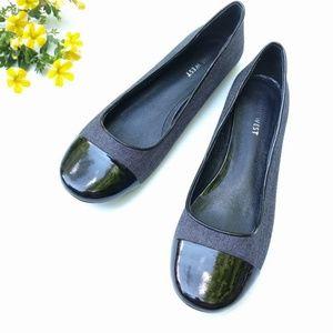 Nine West • patent cap toe black flats